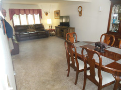 506 Ely Woodbine Living area