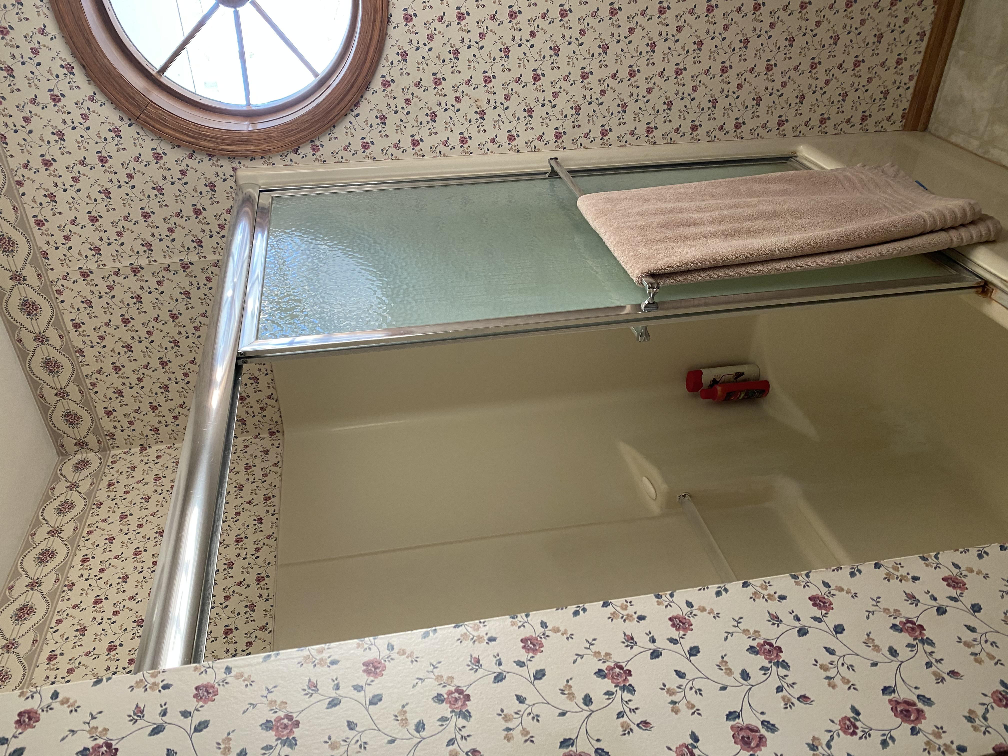 2058 HIllside Ave Mondamin bathroom3