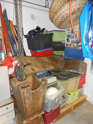 69 Objets divers dont skis, coll. Alain
