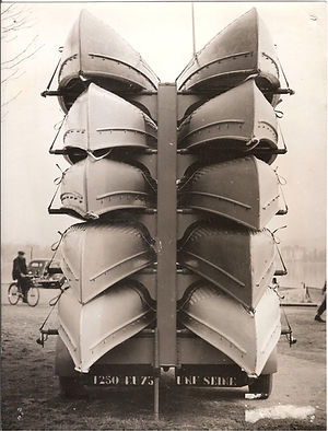 (40)1956_7_livraison_canoés_UNF__Colbert