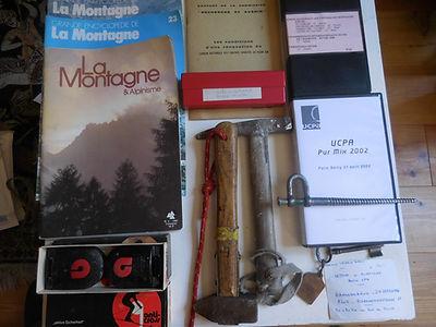 35 Livres, objets, marteaux, coll. Alain