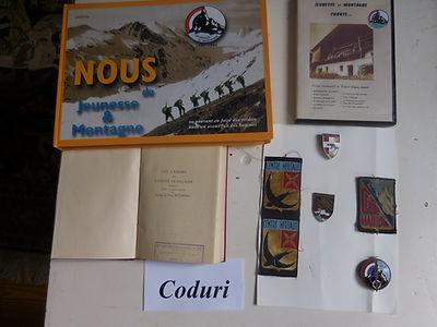 2 Livres sur l'UCPA Insignes Collection