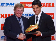 Luis Suarez receives Golden Shoe trophy from former Liverpool FC boss Kenny Dalglish
