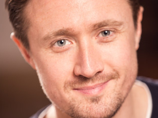 Formby Actor at Royal Court set to run the London Marathon for Queenscourt Hospice