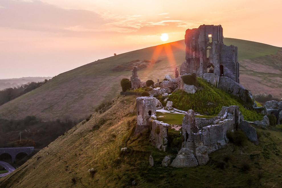 Corfe Castle, Dorset.jpg