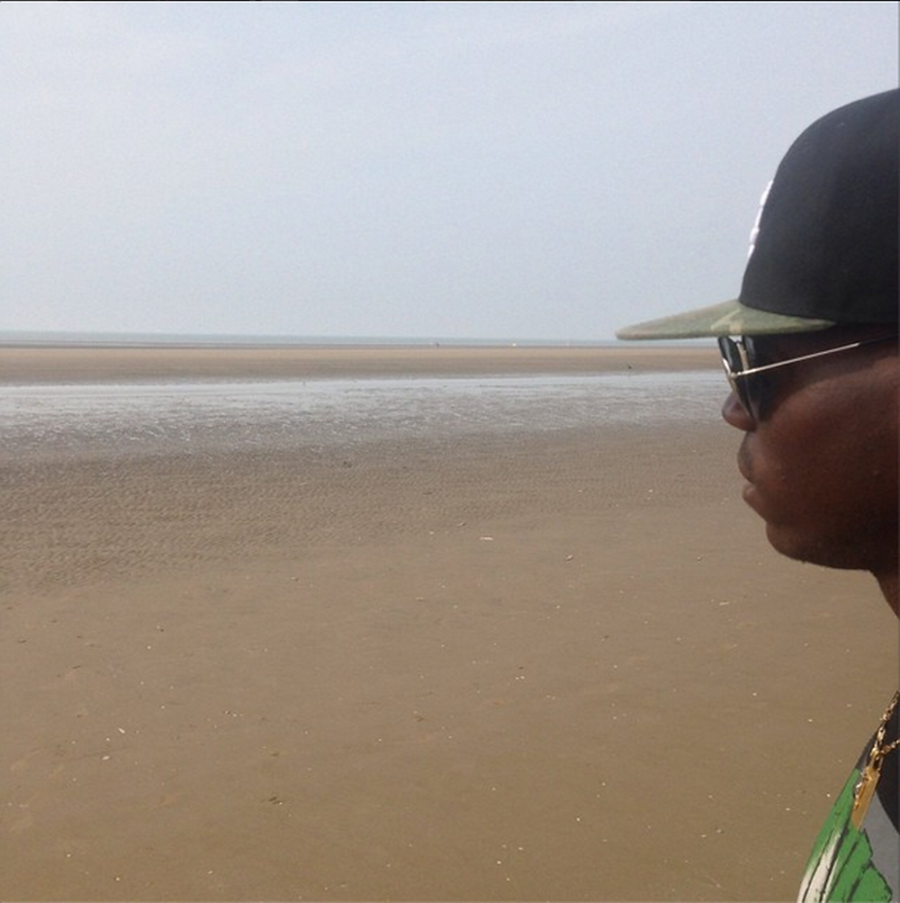 Balotelli-instagram3 on Formby Beach.png