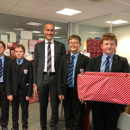 MP helps Maghull high school pupils launch Christmas food bank appeal