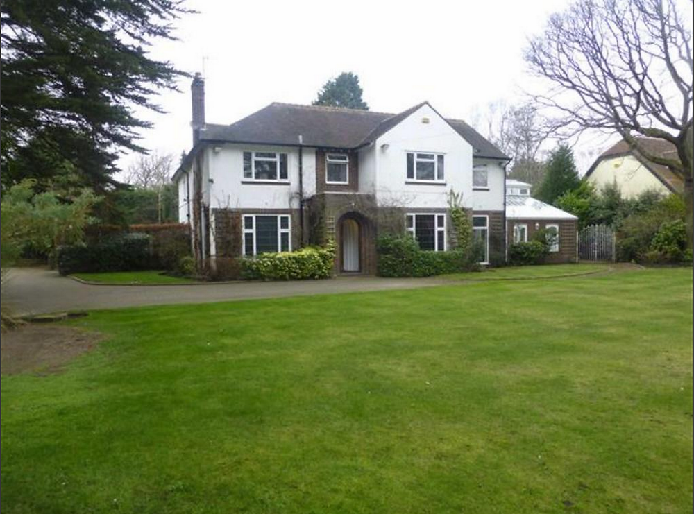 Step_inside_this_home_in_Formby_£1.85m.png