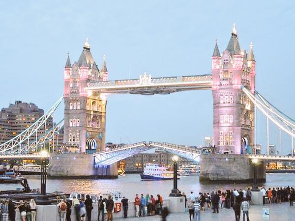 Tower Bridge in Pink.jpg