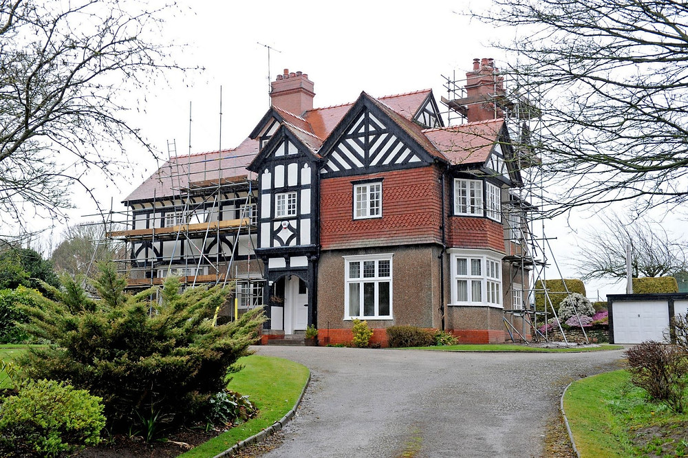 Weald House on Manor Road, Thornton Hough, Wirral.jpg
