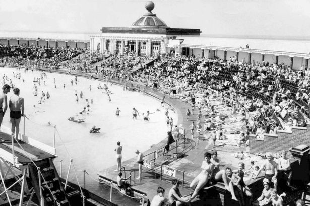 Southport Open Air Pool in June 1974.jpg