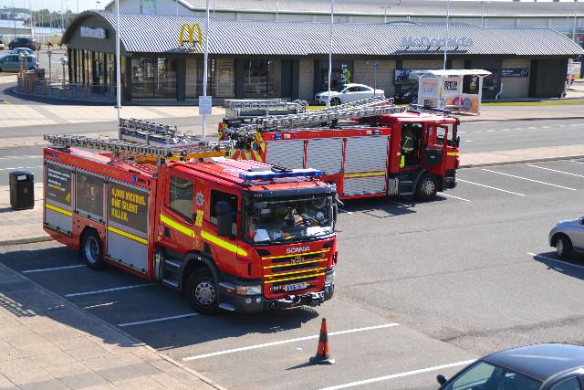 merseyside-fire-brigade-reacue-southport-pier_01.jpg
