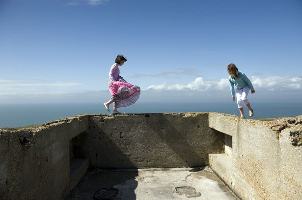 Visitors-at-the-Needles-Old-BatteryNational-Trust-ImagesJohn-Millar.jpg