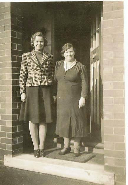 Eileen Dunn and Arabella Gibson - Photo by Susan Shelley.jpg