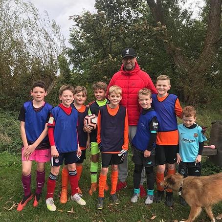Jürgen Klopp takes time out to visit Formby Community FC