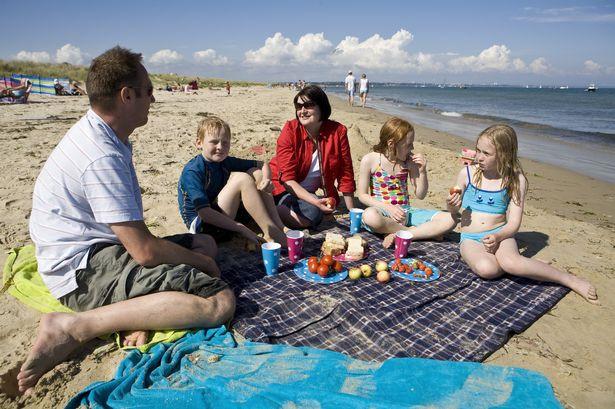 Studland-family-picnic-National-Trust-ImagesDavid-Levenson.jpg