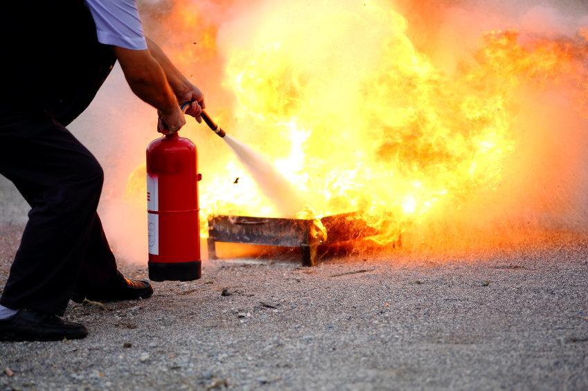 Feuerlöscher-Pulver-oder-Schaum.jpg