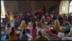 Ressoucement à Vallisis Quillan stages Languedoc-Roussillon sources sérénité nature pure vacances harmonie danse location dôme géodésique stages artistiques spirituels argile immersion nature, massage sonore, concert bols, bien-être, sonologie, permaculture, stages construction matériaux naturels, terre, chanvre, chaux, kerterres, dômes, concert bols chantants, massage sonore, partage