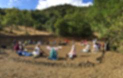 Ressoucement à Vallisis Quillan stages Languedoc-Roussillon sources sérénité nature pure vacances harmonie danse location dôme géodésique stages artistiques spirituels argile immersion nature, massage sonore, concert bols, bien-être, sonologie, permaculture, stages construction matériaux naturels, terre, chanvre, chaux, kerterres, dômes, concert bols chantants en cristal, massage sonore, partage