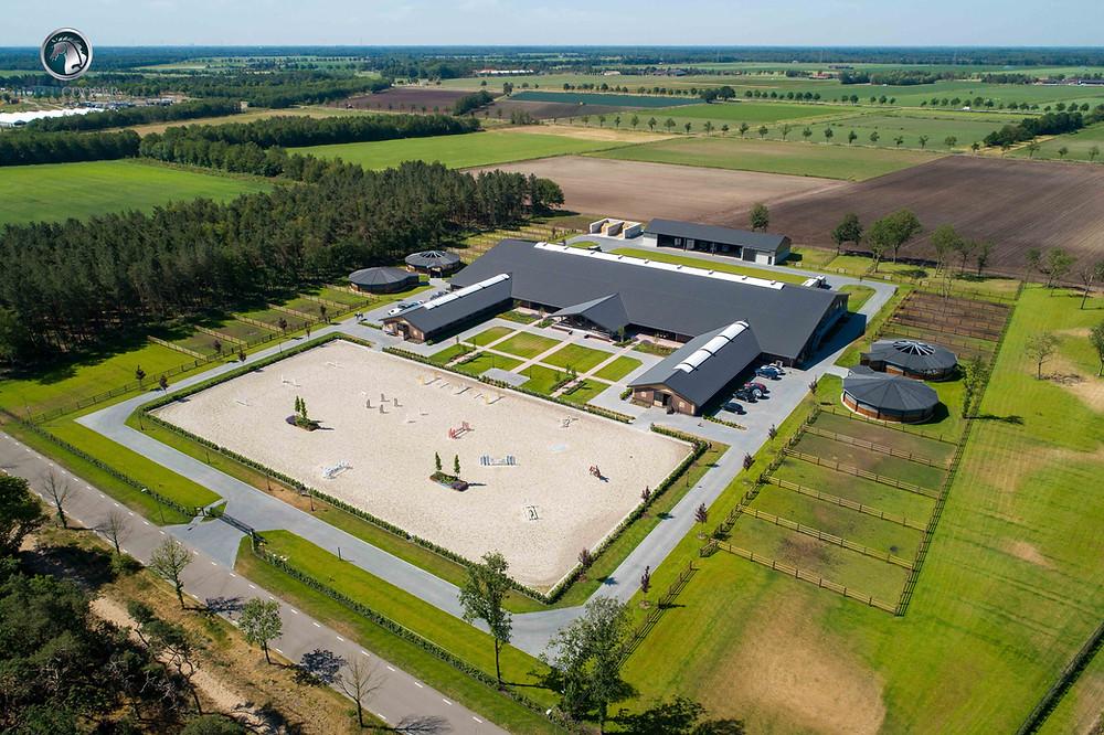In 2018 is PMC Projects BV benaderd voor het bouwen van een nieuwe hippische accommodatie genaamd Travers Horse Facility te Kronenberg. De opdrachtgever is bij deze bouw bij PMC Projects BV terechtgekomen na via diverse kanalen informatie opgedaan te hebben. Daarbij heeft hij aangegeven dat hij opzoek was naar een firma welke gespecialiseerd is in het bouwen van accommodaties in de hippische sector.