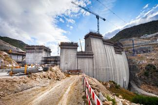 Indústria - construção de barragem no Norte de Portugal