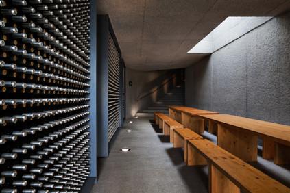 Fotografia de Interiores - Garrafeira de hotel no Douro