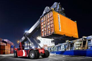 Indústria - transporte marítimo em navio