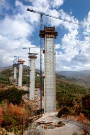 Indústria - Construção de viaduto no norte de Portugal