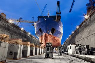 Industrial - reparação naval em doca seca (Lisboa)