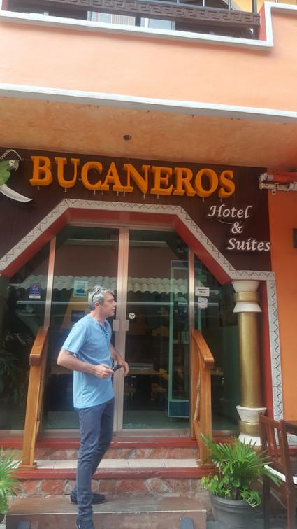 BUCANEROS 01-min.jpg