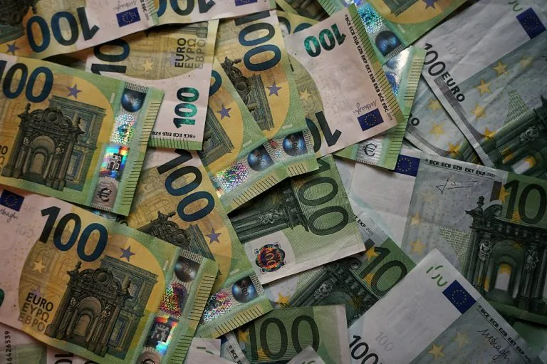 Euros-currency-money-banknotes-768x511.w