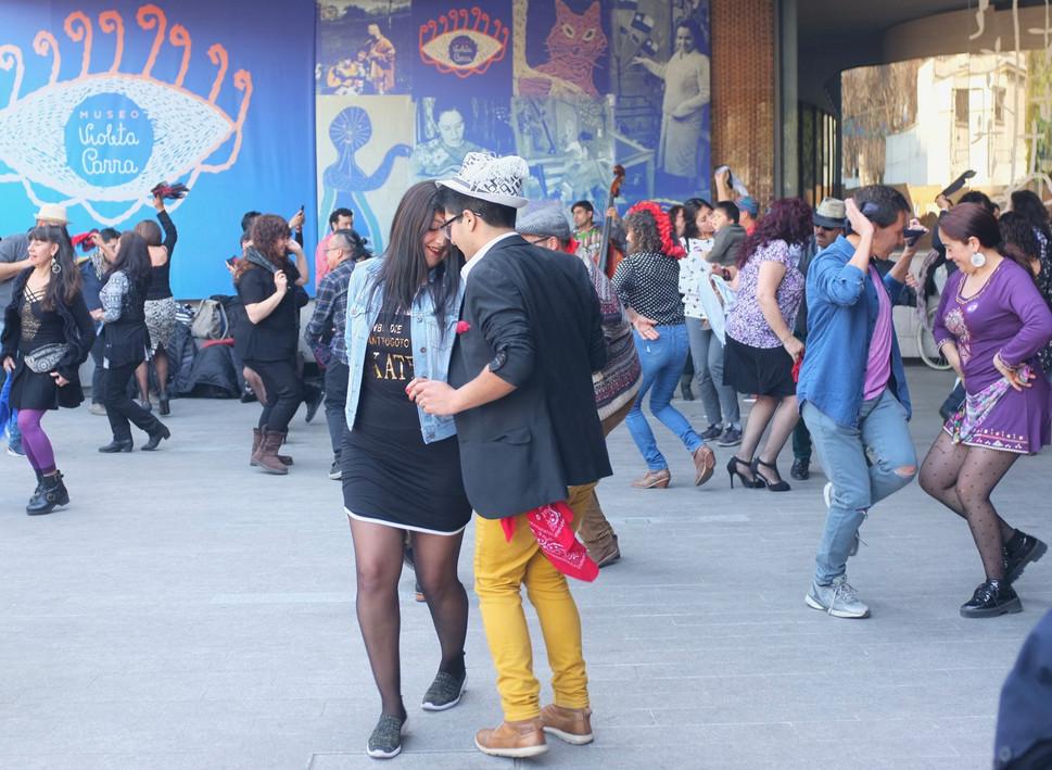 a couple dancing chueca, outside the Violeta Parra museum