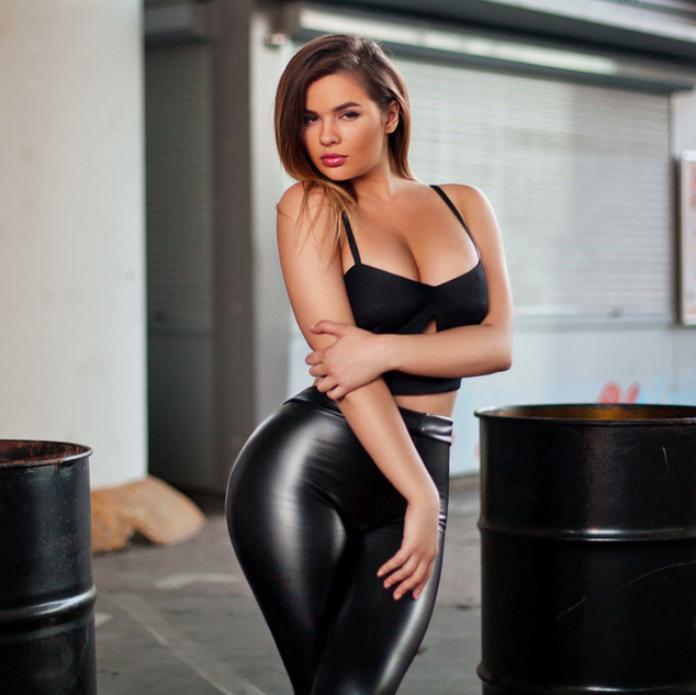 Learn Natural Light  Glamour Photography
