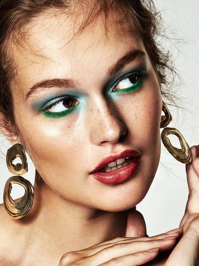 NEW - Vogue Beauty Makeup Retouching
