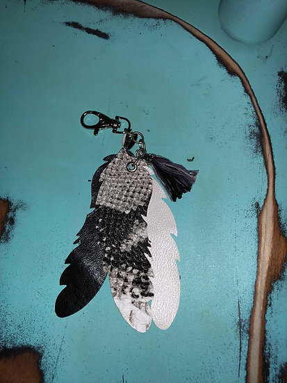 Raisin' Arrows Feather Key Chain Black