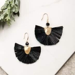 Breezy Beauty Earring Black and Gold