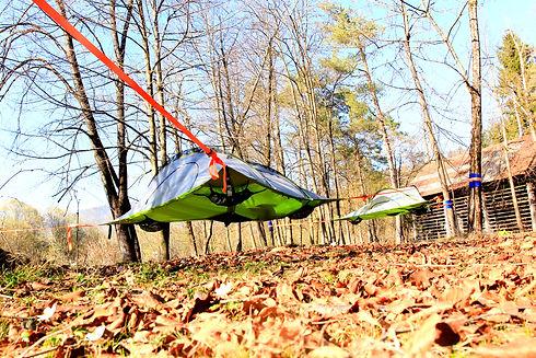 Viseči šotori ob kolpi.jpg