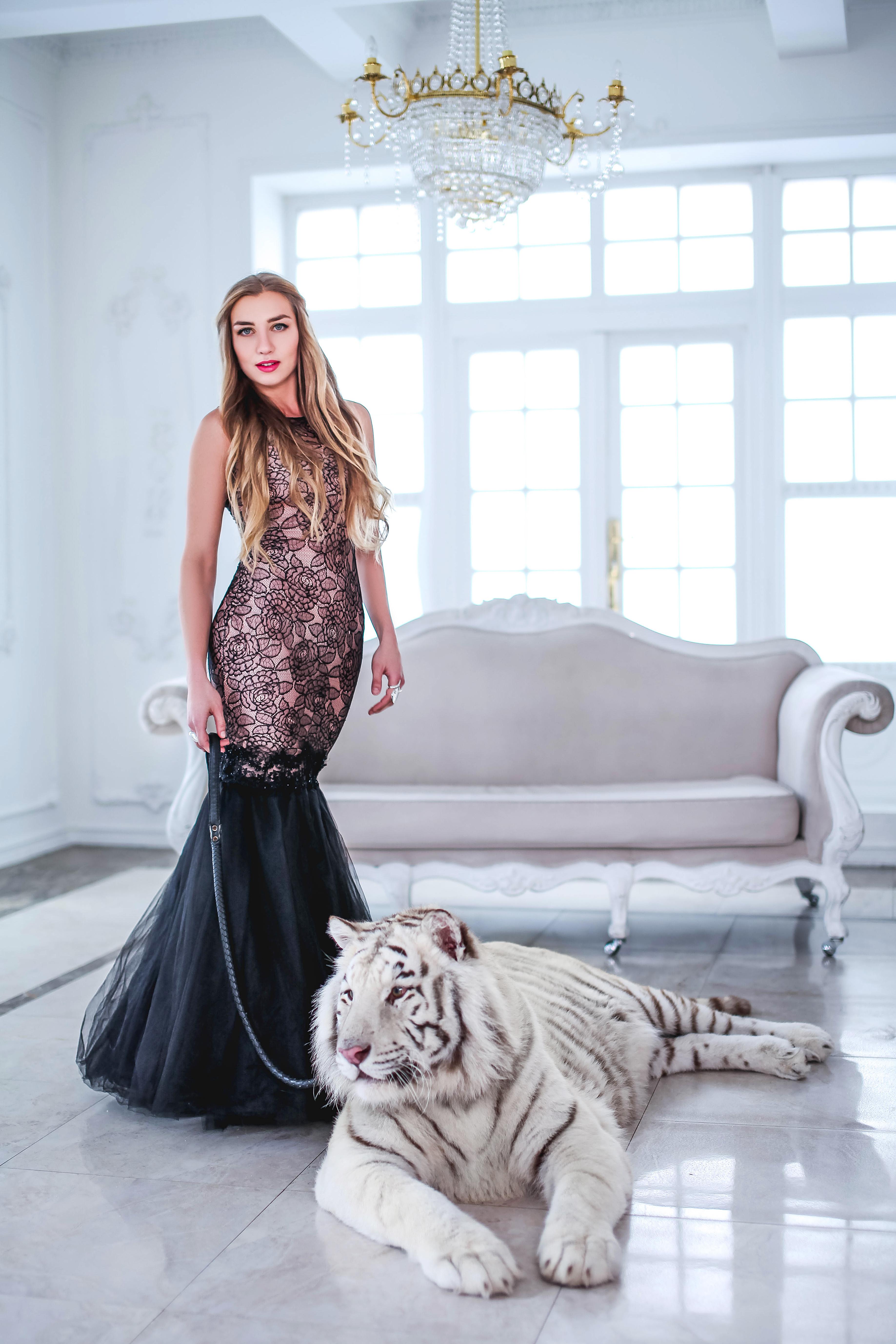 девушка с белым тигром вайтом