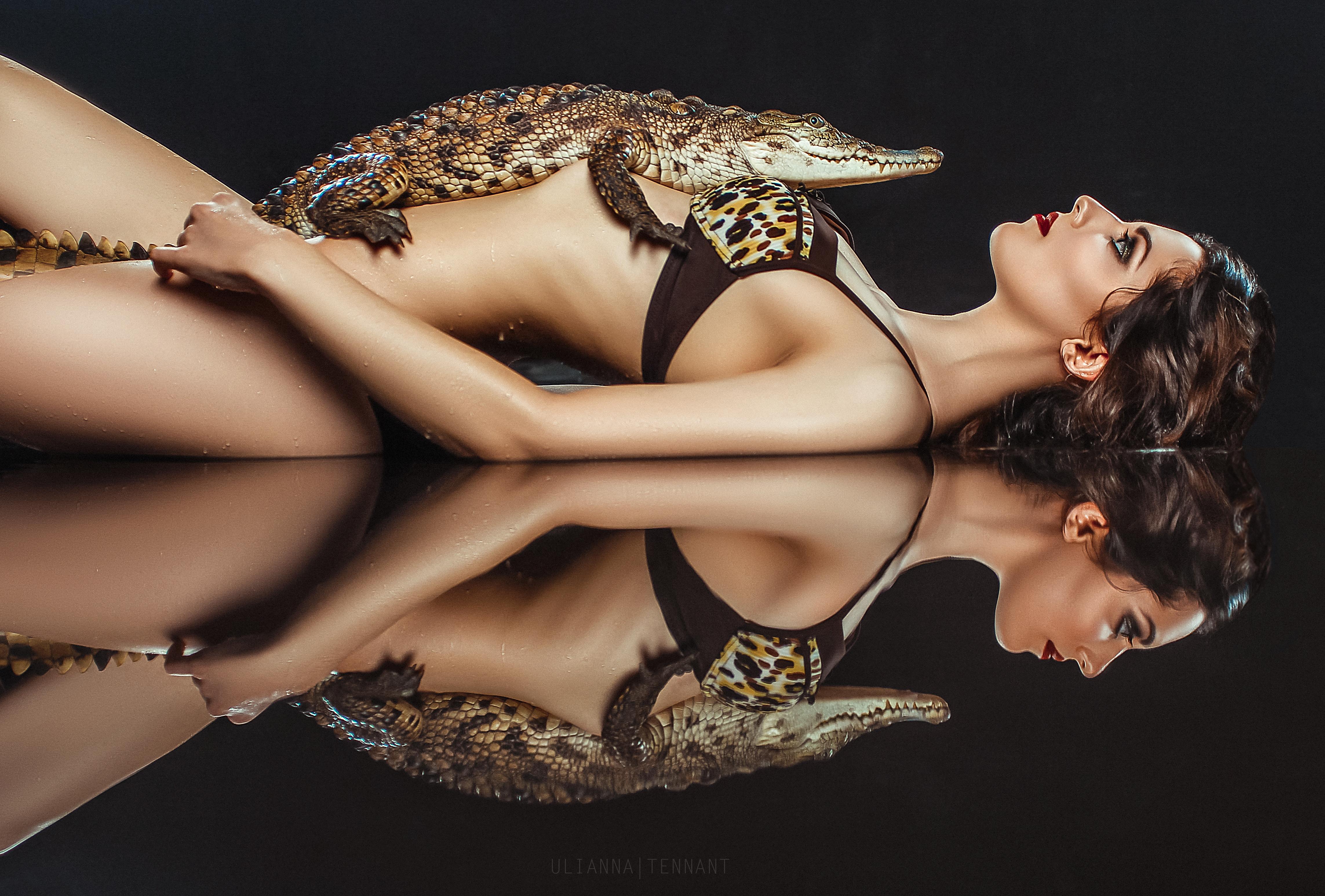 Девушка и аллигатор