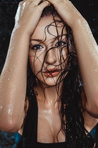 портрет с мокрыми волосами