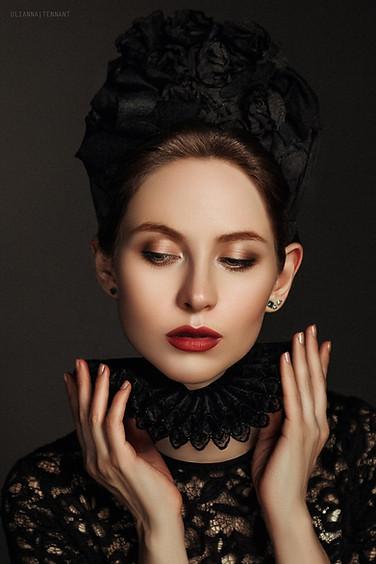 портрет девушки в чёрном кокошнике