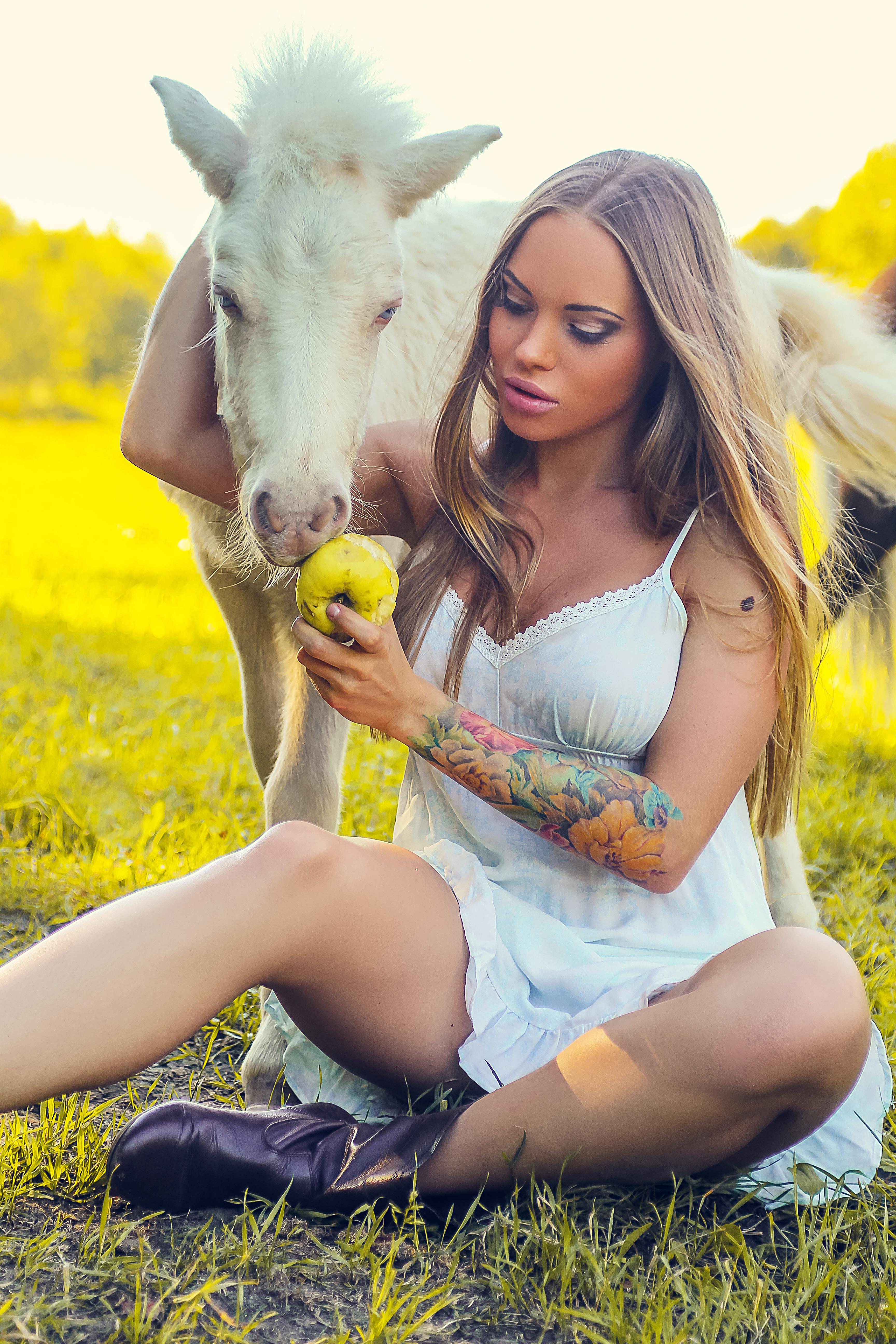 Портрет девушки с пони