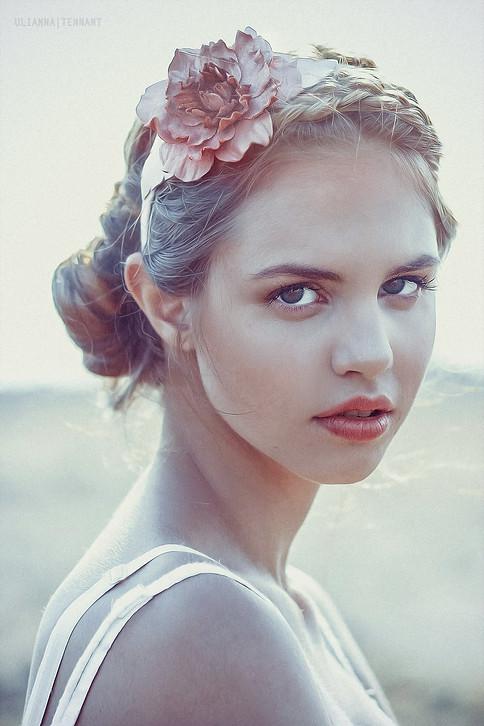 портрет девушк на заливе