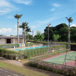Quadra e piscina