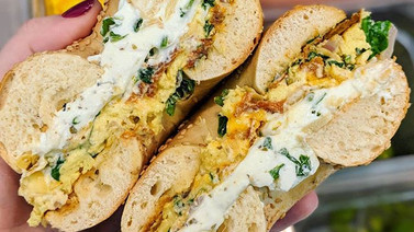 The Super Bowl is next weekend & we are celebrating with this egg sandwich that BLEEDS GREEN with spinach & artichokes and a garlic-scallion