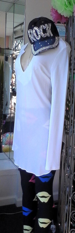 Lips and white tunic + bling hat