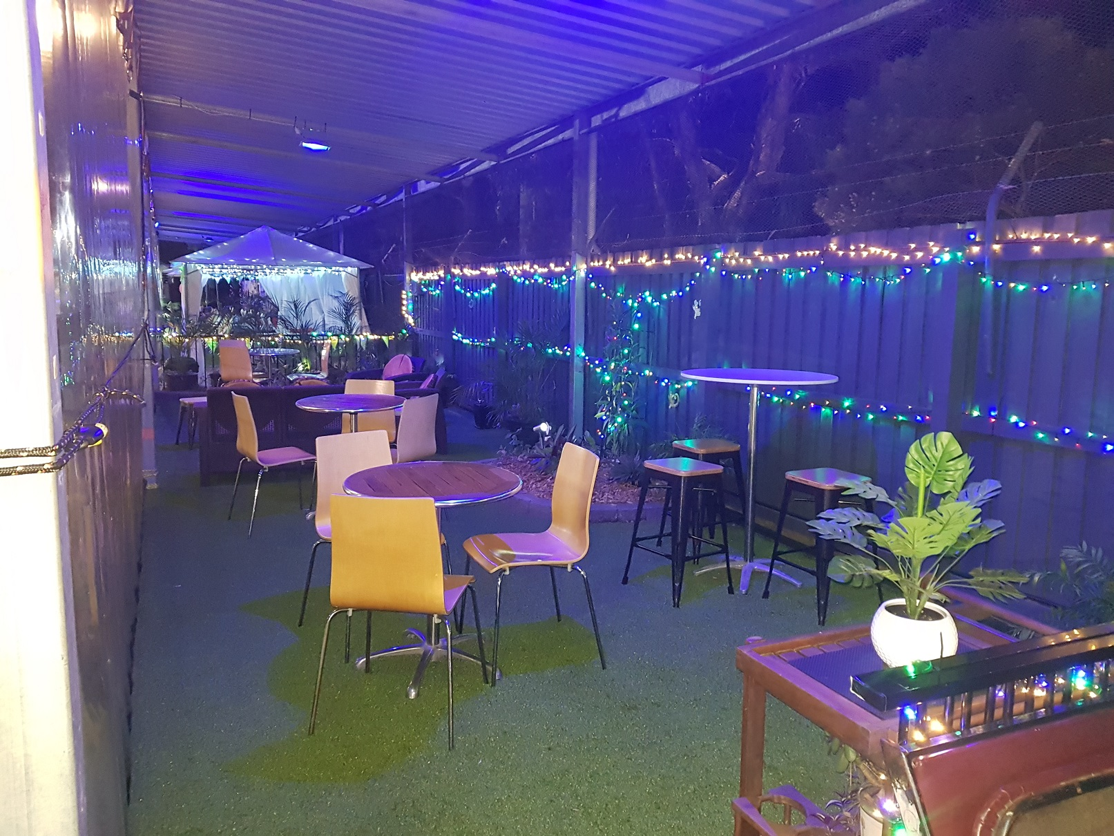 Garden Lounge night