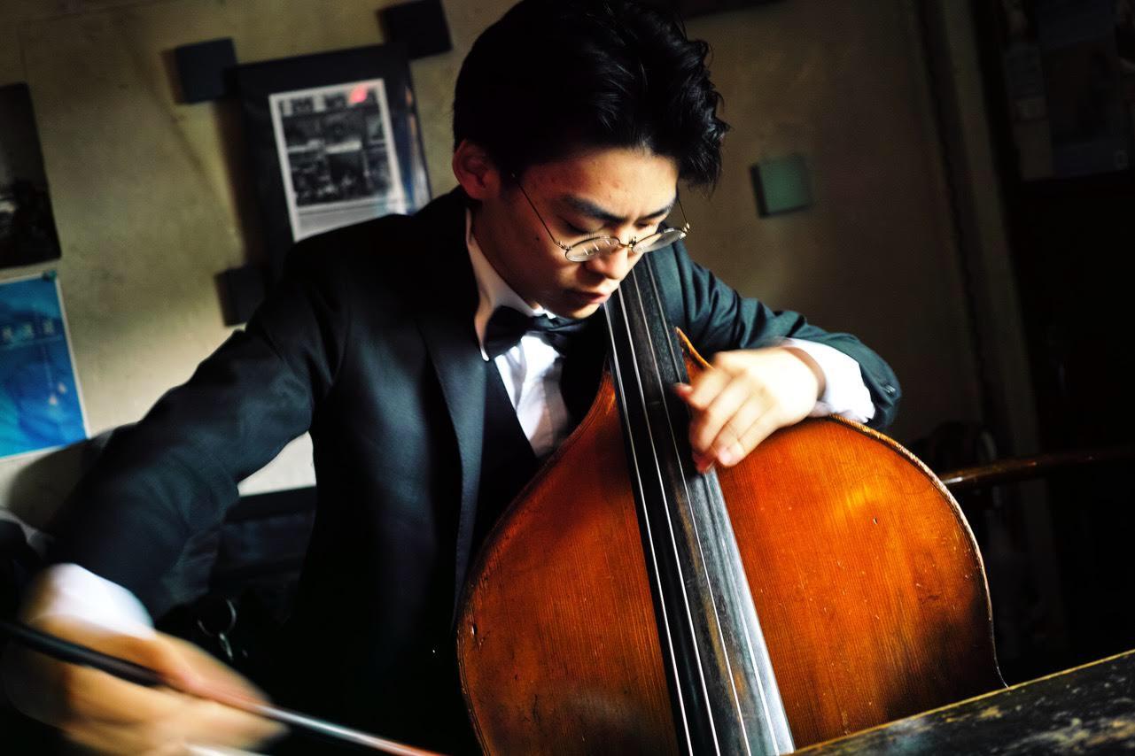 布施 砂丘彦(バロックコントラバス)Sakuhiko Fuse