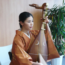 神田 亜矢子 Ayako KANDA(琵琶)
