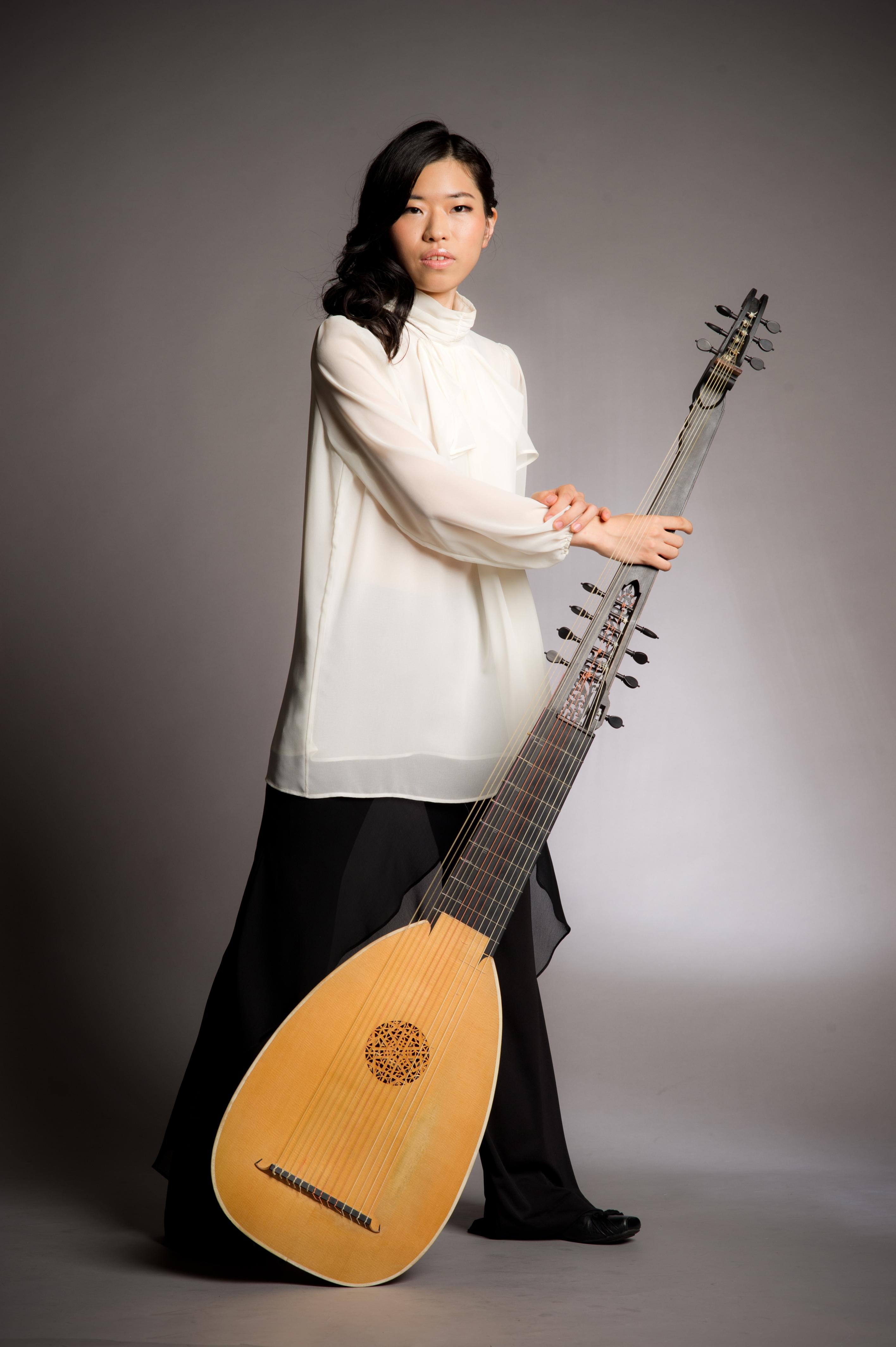 上田 朝子 Asako UEDA(テオルボ、バロックヴァイオリン)